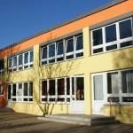 Gelb-Oranges, modernes, 2. Stöckiges Gebäude
